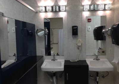 sports-workout-room-bathroom-1